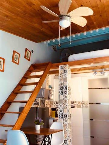Cómoda escalera de subida al dormitorio
