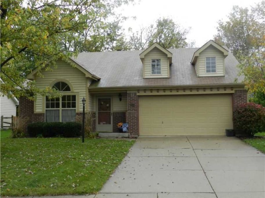 Cozy three bedroom home houses for rent in indianapolis indiana united states for 3 bedroom houses for rent in indianapolis indiana