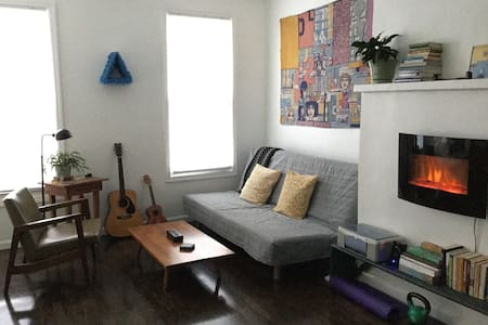 Cozy private studio just 3 blocks from subway - Μπρούκλιν
