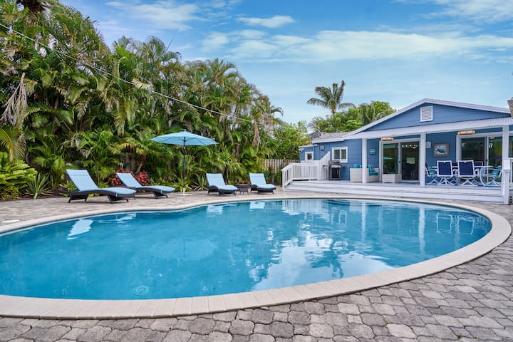 Tropical Retreat near beach & steps off Wilton Dr