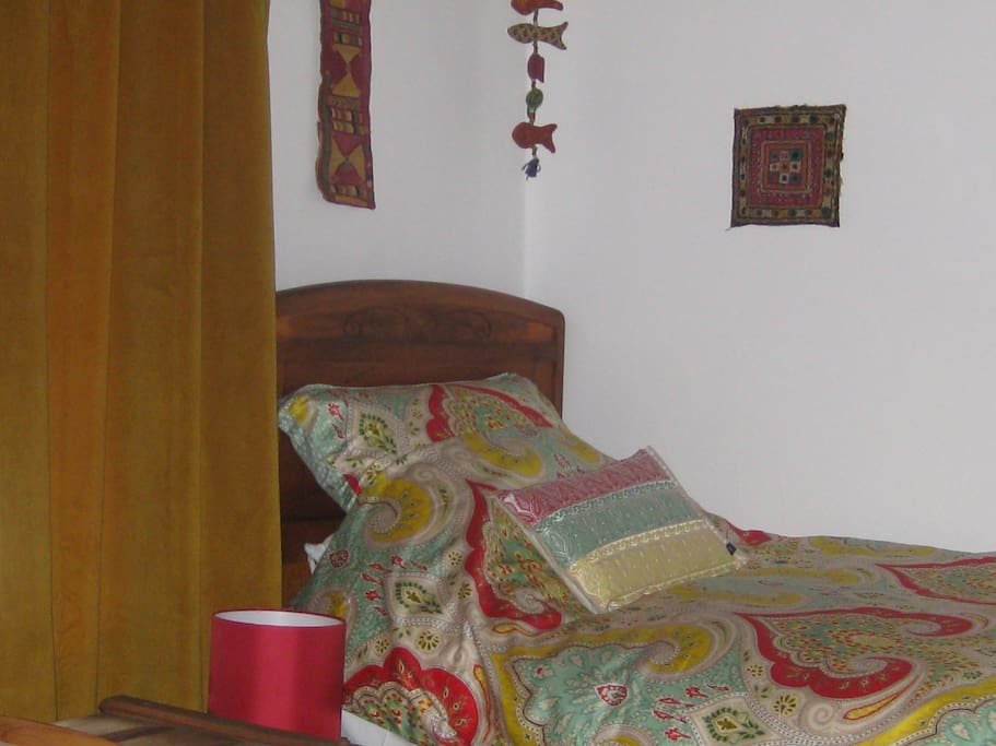 Twin bed and Indian textiles