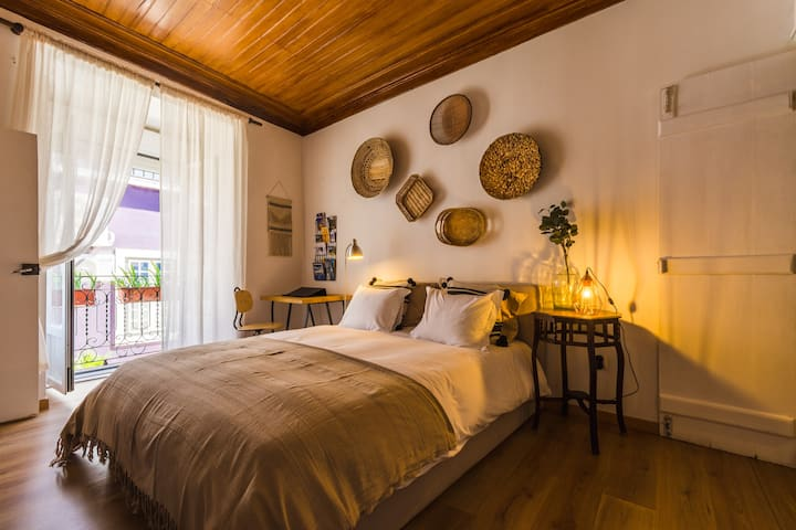 Lofty Boho Apartment in historical Setubal