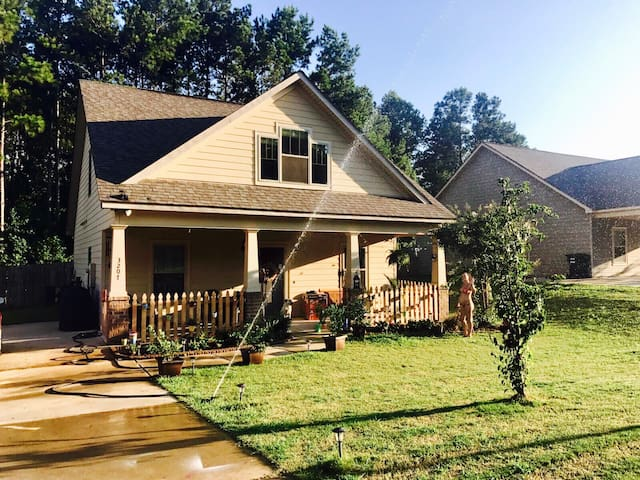 Auburn / Opelika, close to stadium and University