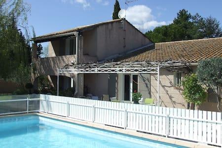 Maison en campagne, jardin piscine - Bédarrides