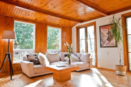 WATERFRONT COTTAGE NEAR MONT TREMBLANT