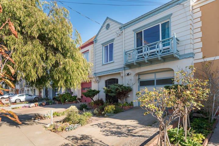 cozy, private rental w/garden+deck