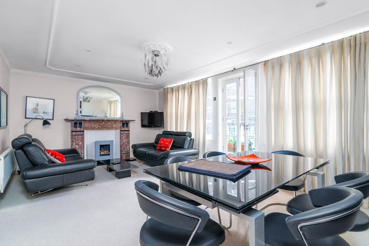 Luxury 2BR flat in Knightsbridge w/Patio, 4 guests