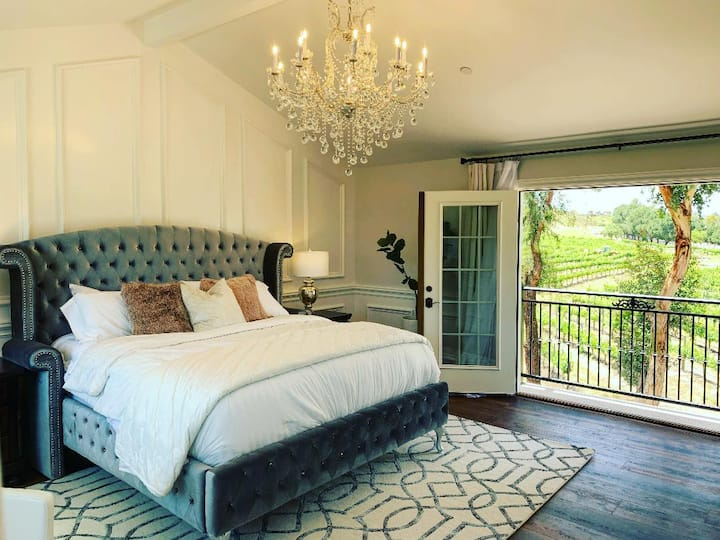 Top Floor Luxury Suite - The Vine House Bed & Breakfast
