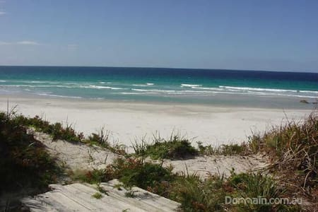 BICHENO BEACH COMBER - Beachfront holiday home - Douglas River