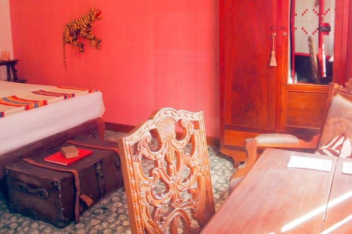 Bric-à-Brac art stay Indochine room - Krong Battambang - Bed & Breakfast