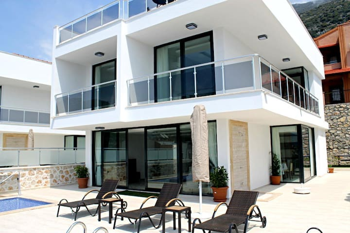 TK432-Kalkan 4 Bedroomed Tripleks - Yeşilköy Belediyesi - House