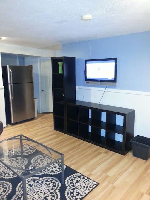 Sitting room with flatscreen tv