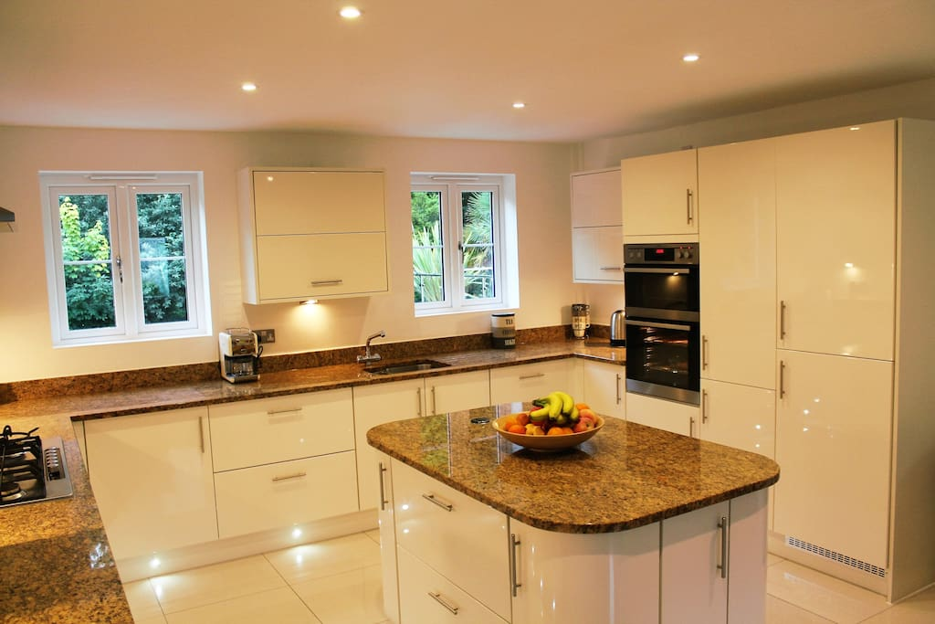 Lovely, well equipped, modern kitchen.