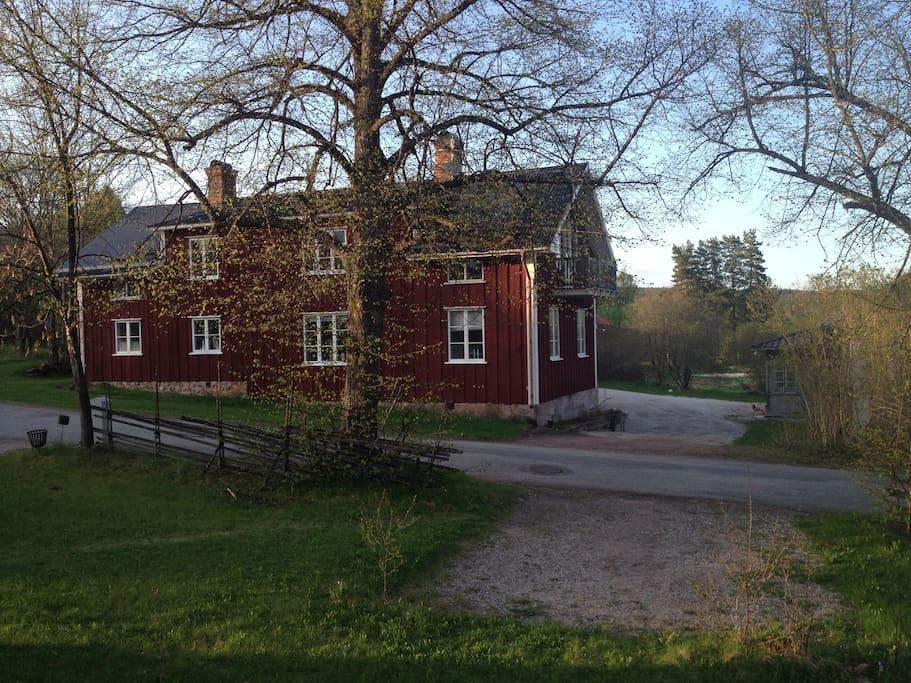 Blombergsgården - springtime