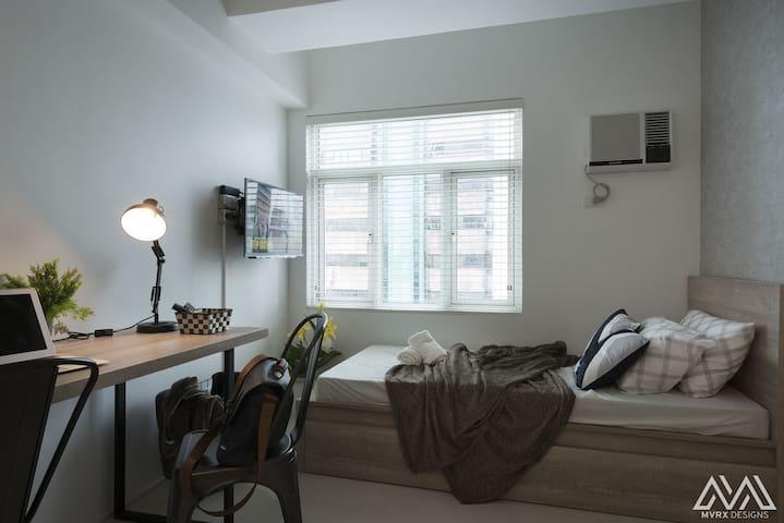 Flat YESSI: Chic Scandustrial Studio Flat