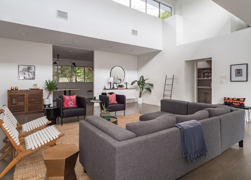 Open Living Room with Cable TV and Lots of Seating