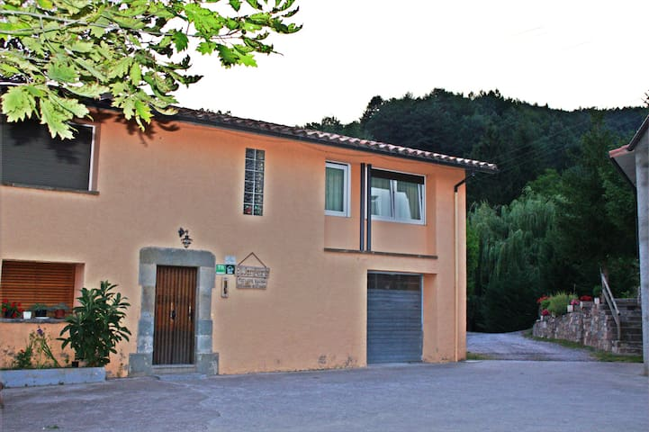 Offer rustic accommodationa - Sant Joan de les Abadesses - Apartment