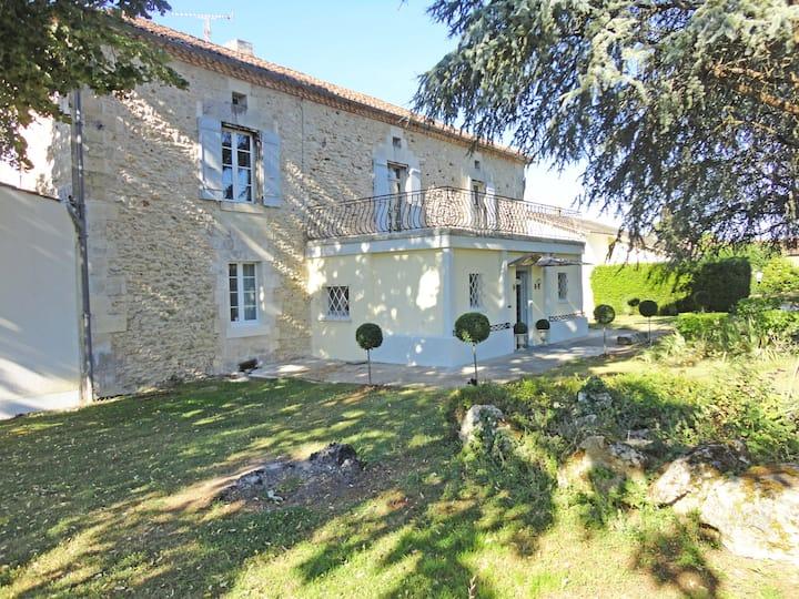 Very large stone-house heart of Périgord, pool