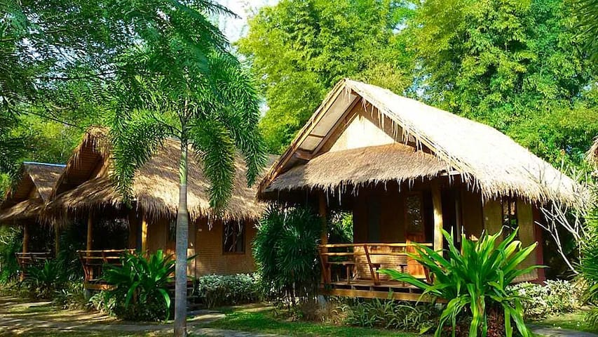 Bungalows with air conditioning  (Paiphufah)