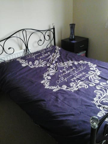Double room in quiet area on outskirts of Brighton