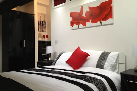 The Loft studio apartment sleeps 3 - Wigan