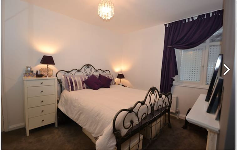 Apartment 30 seconds walk from Hendon tube