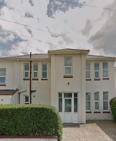 Classic room near Beach & Train St - Bournemouth - Casa