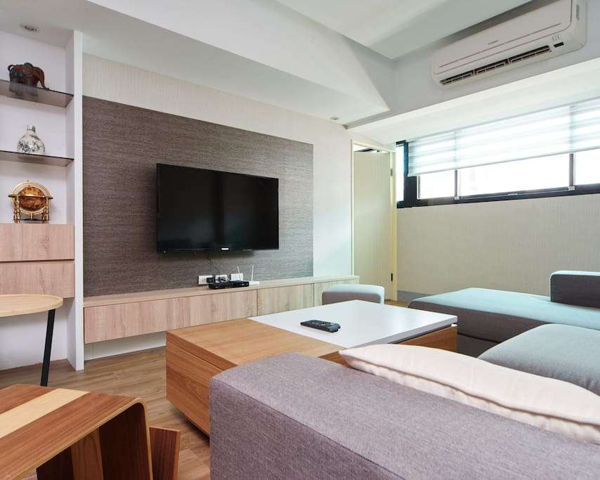 Enjoy this large living room area w/ cable TV and 60M/5M wireless internet with your friends and family