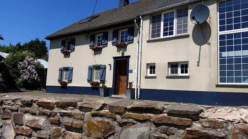 gerenoveerde boerderij Eifel-Ard. - Büllingen - Haus