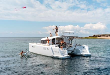 spacieux catamaran moteur st tropez - Saint-Tropez - Bateau