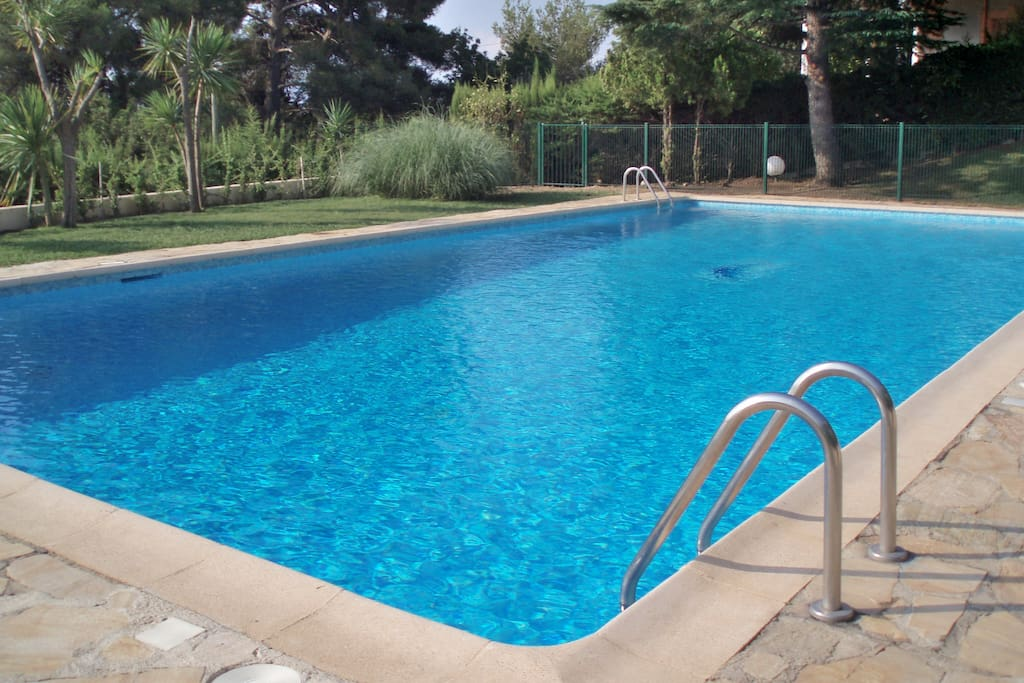 Belle piscine 15mx7m / very nice pool 15mx7m