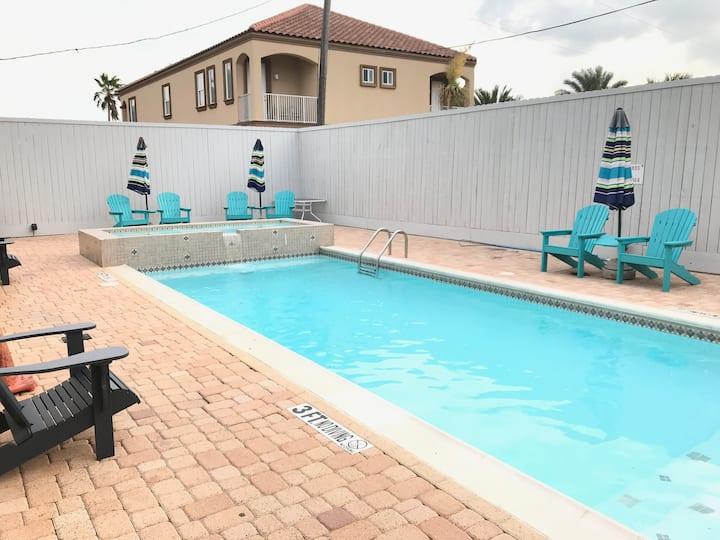 Gulf View Beach Home sleeps up to 28 people !!