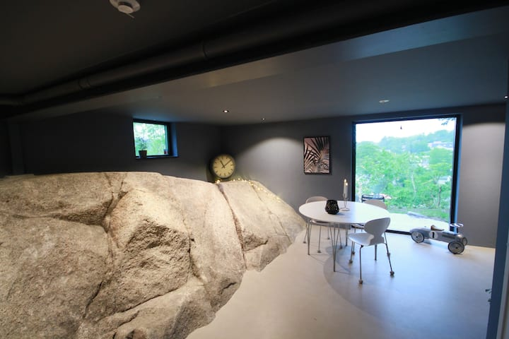 """Exclusive 4 bed apartment """"The Rock"""""""
