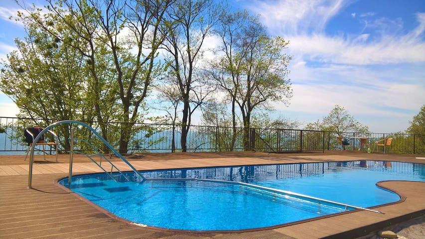 Семейный отель: люксы, пляж, бассейн, анимация - Vardane - Gästhus