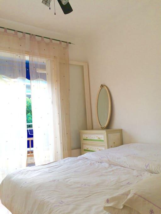 The studio / bedroom
