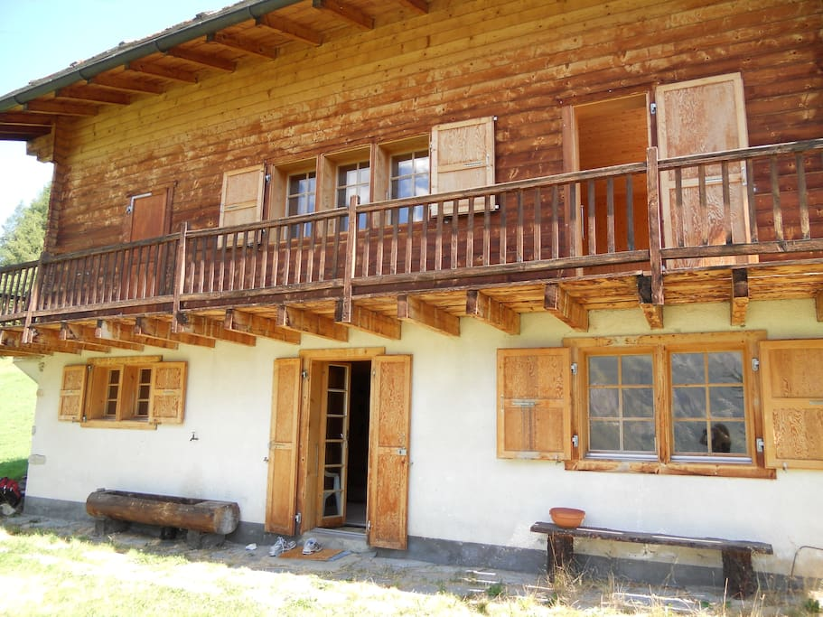 Frontal view of the chalet.