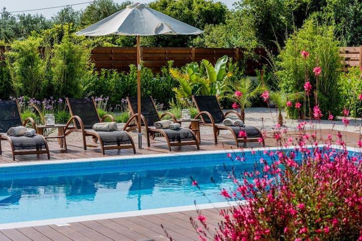 Lucia's Secret Garden - Sgourou - Villa