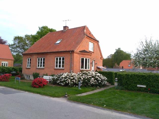 Hyggelig villa, med fred og ro -helt for jer selv.