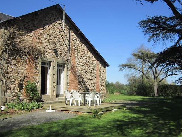 Charmante maison ancienne rénovée - Somloire - 獨棟