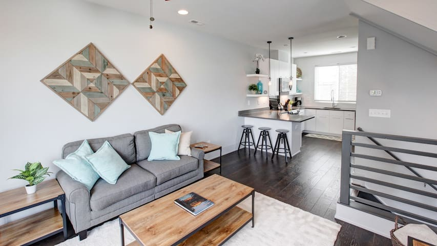 Modern South End 2BR Townhome—Walk to Light Rail
