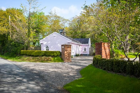 Stunning Gate Lodge near beaches - Ballygarrett - Casa