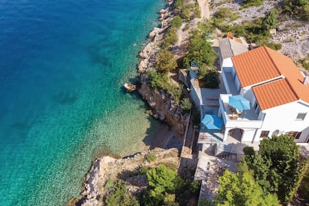 Holiday apartment with 2 bedrooms on 85m² in Jablanac