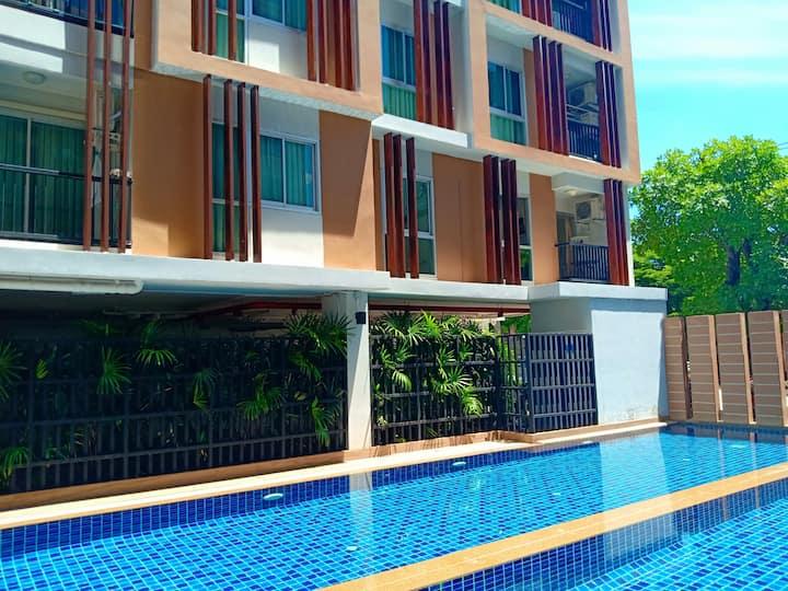 1 bedroom apartment, living room,  pool, Discounts