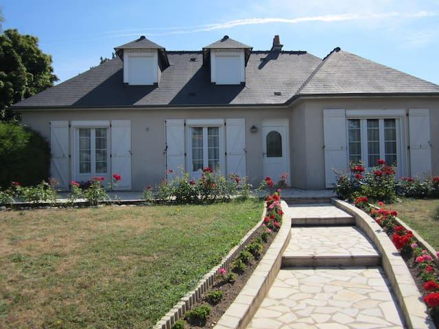 Chambres  dans magnifique maison - Veigné - Haus