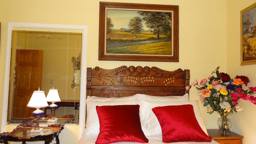 BEAUTIFUL PRIVATE ROOM