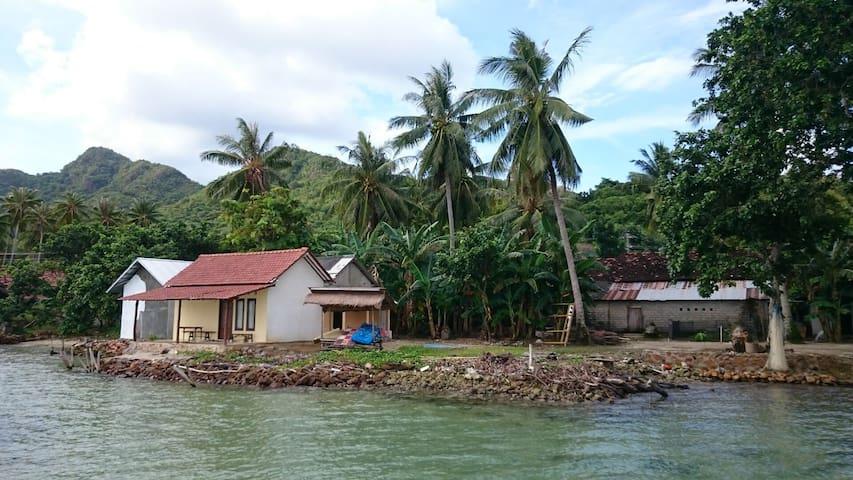 Shambhala-alang alang - Karimunjawa - Haus