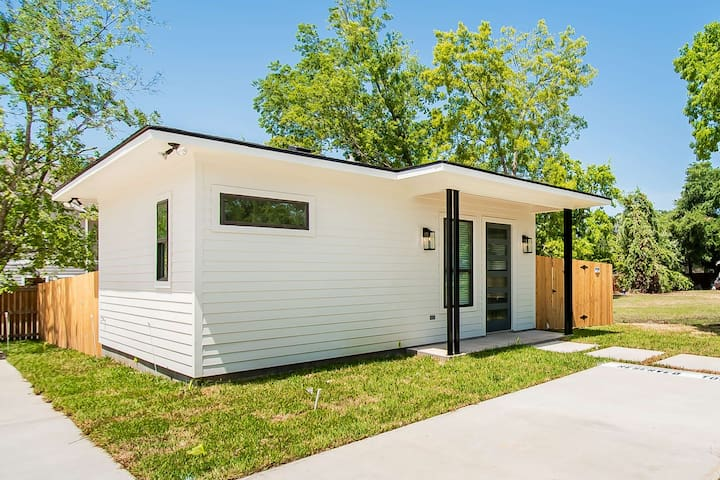 New Cozy & Bright 1/1 House by Kyle Field & A&M!