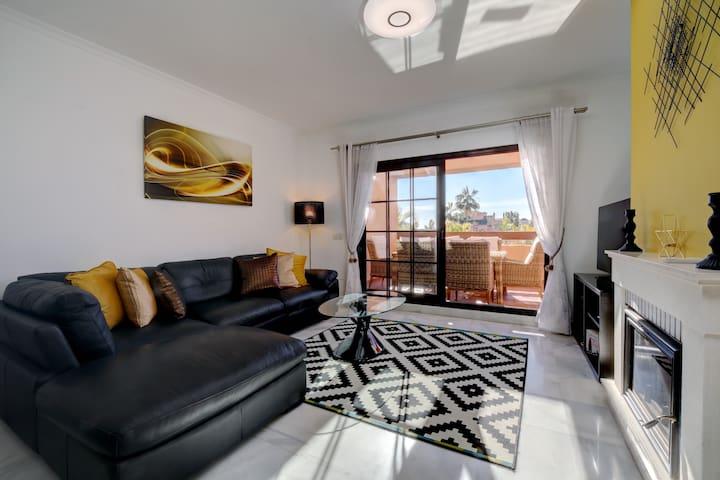 Luxury sunny first floor flat in Hacienda Del Sol