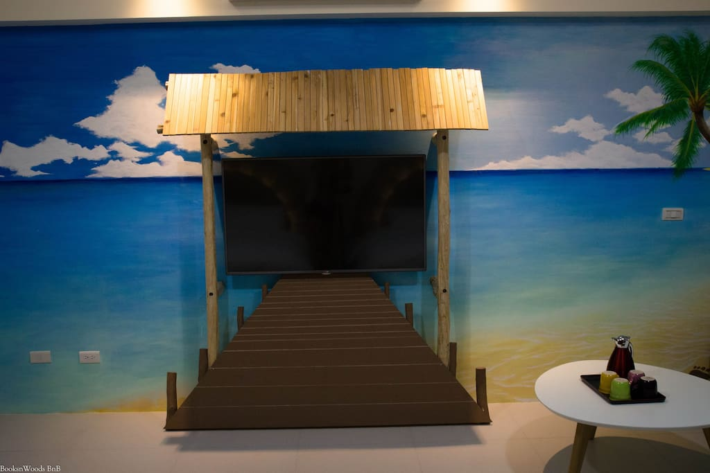 seashore painting room - main wall
