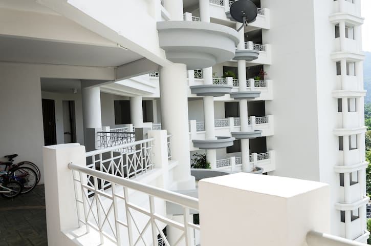 Seaview and Stylish Apartment 1600 sqft W/ Carpark - George Town - Leilighet